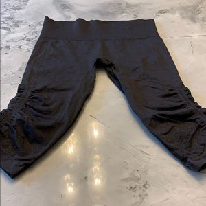 Lululemon In The Flow Compression Crops Size 6..